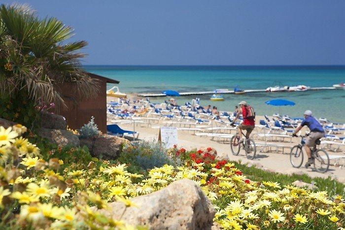 Кипр весной утопает в цветах