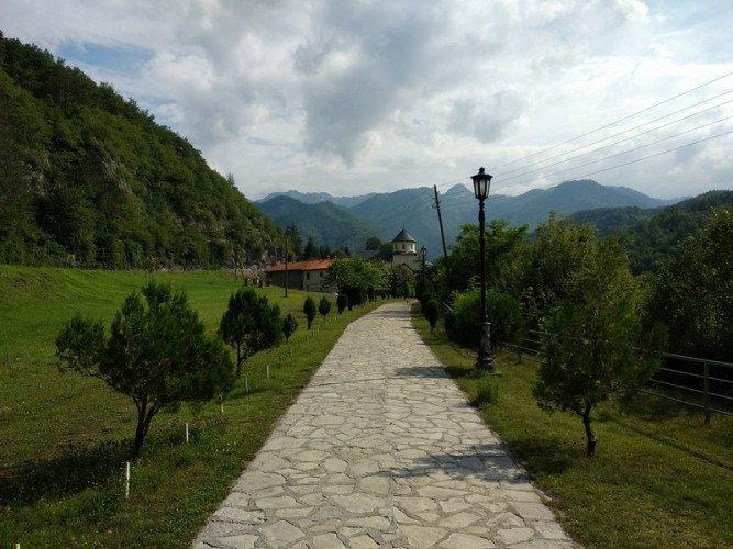 Экскурсия в монастырь Морача