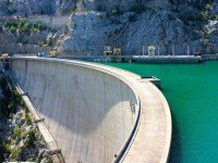 Дамба водохранилища