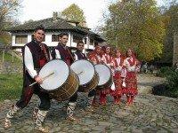 Народные костюмы Болгарии