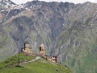 Монастырь Гергети у подножья Казбека