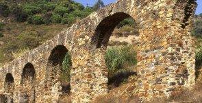 Руины римского акведука
