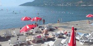 Пляжи в Игало выглядят примерно таким образом