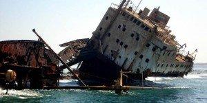 Затонувший корабль у о. Тиран