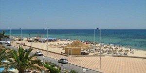 Пляж и набережная города