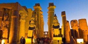Храм Луксора вечером