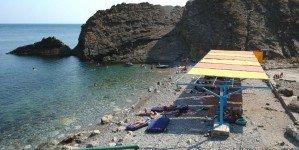 Частично оборудованный пляж