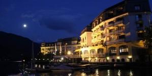 Grand Hotel в центре Цель ам Зее вечером в свете луны