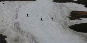 Катание на лыжах летом с ледника
