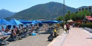Набережная прилегает вплотную к пляжу
