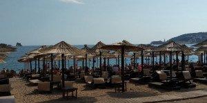 Платные места занимают большую часть пляжей