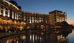 Отель Riu Helios Bay ночью