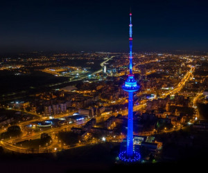 Вильнюсская телебашня ночью