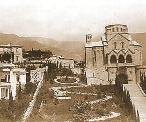 Старая Ялта и Армянская церковь много лет назад