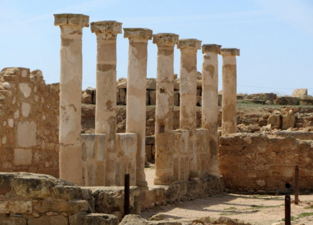 Археологический парк и замок 40 колонн