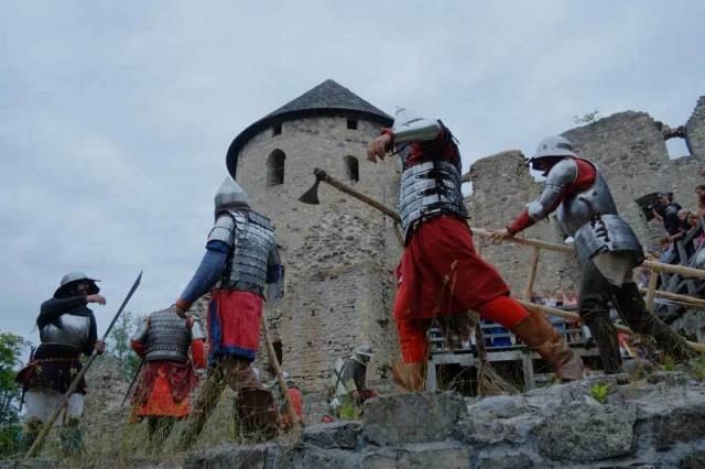 Средневековый замок Цесиса