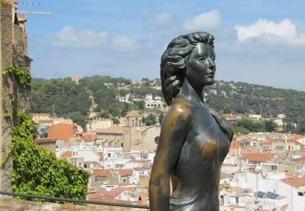 Бронзовая статуя Евы Гарднер