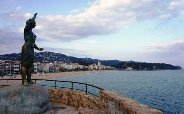 """Статуя """"Жена рыбака"""""""
