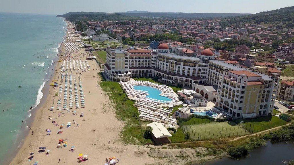 Вид на пляж и отель