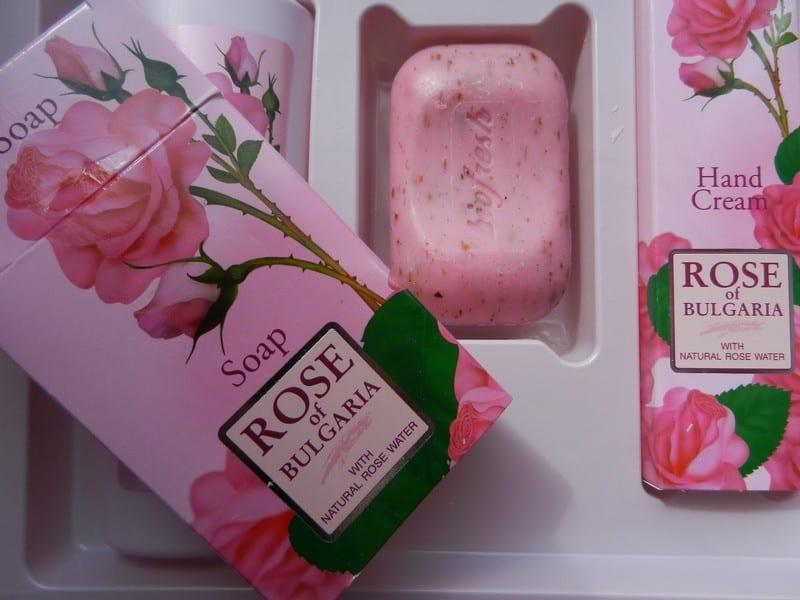 Косметика с маслом роз