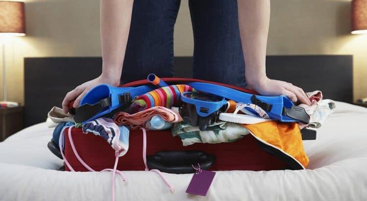 Как правильно паковать вещи в чемодане