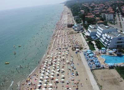 Пляжная полоса Обзора со стороны отеля Luca Helios Beach (первый снизу на фото)