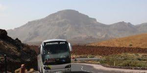 Автобус с экскурсией на вулкан