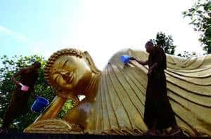 Статуя лежащего Будды в провинции Краби