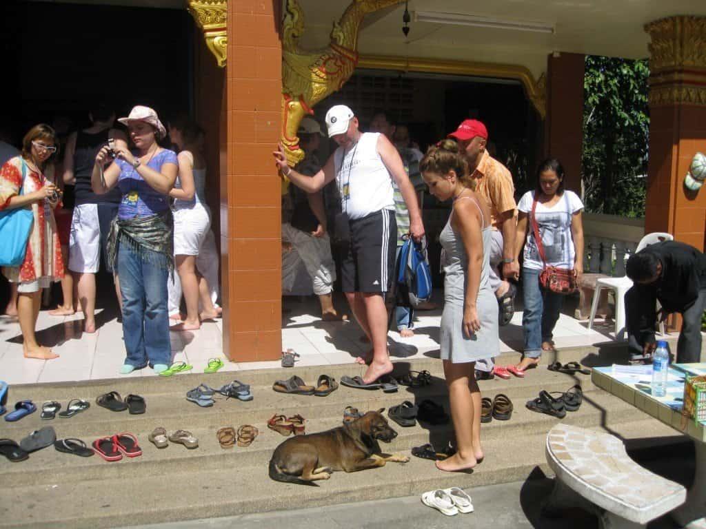 Обувь перед входом