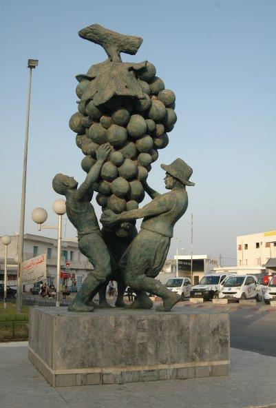 Памятник виноделам в Громбалии