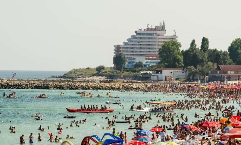 Пляжная зона в августе