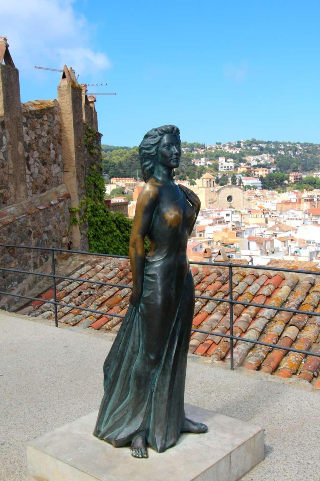 Статуя Евы Гарднер