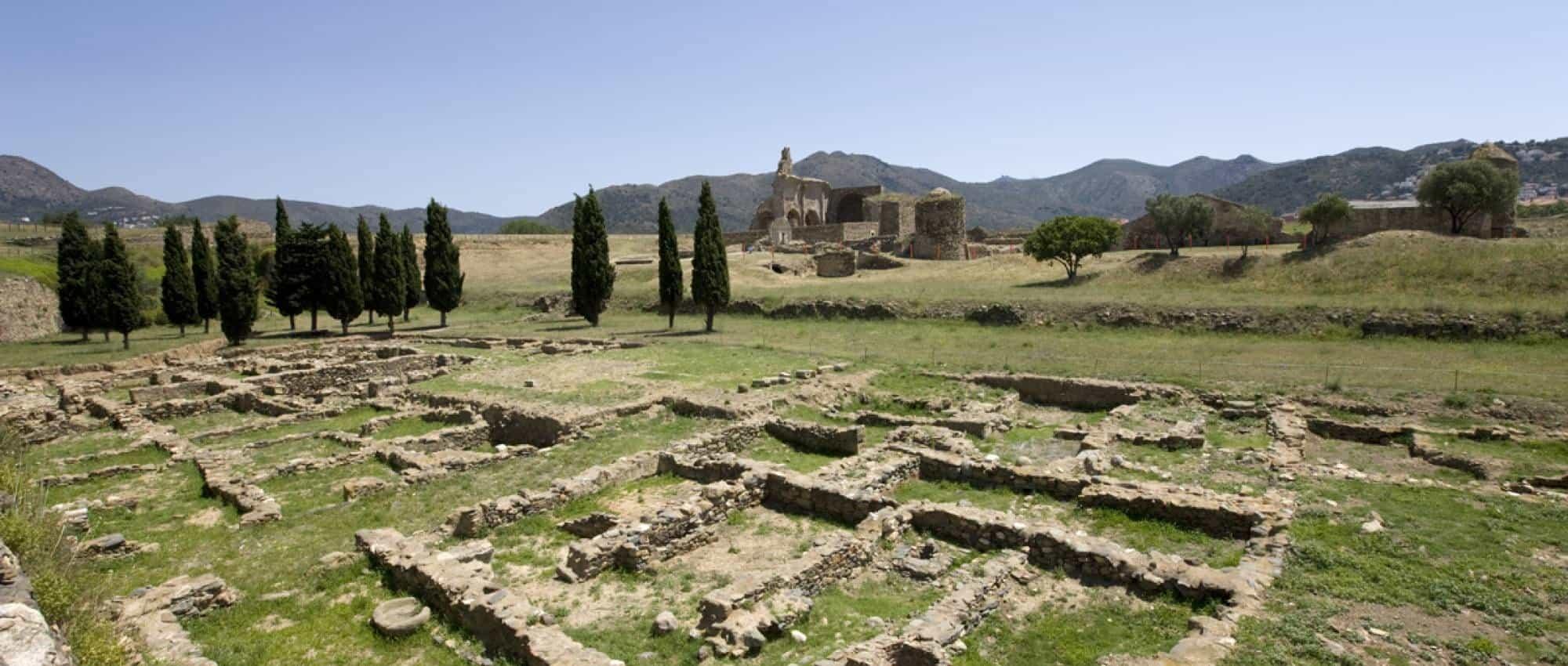 Развалины древних строений