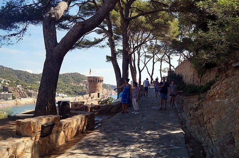 Дорожка вокруг крепости