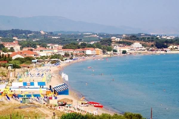 Типичный греческий пляж