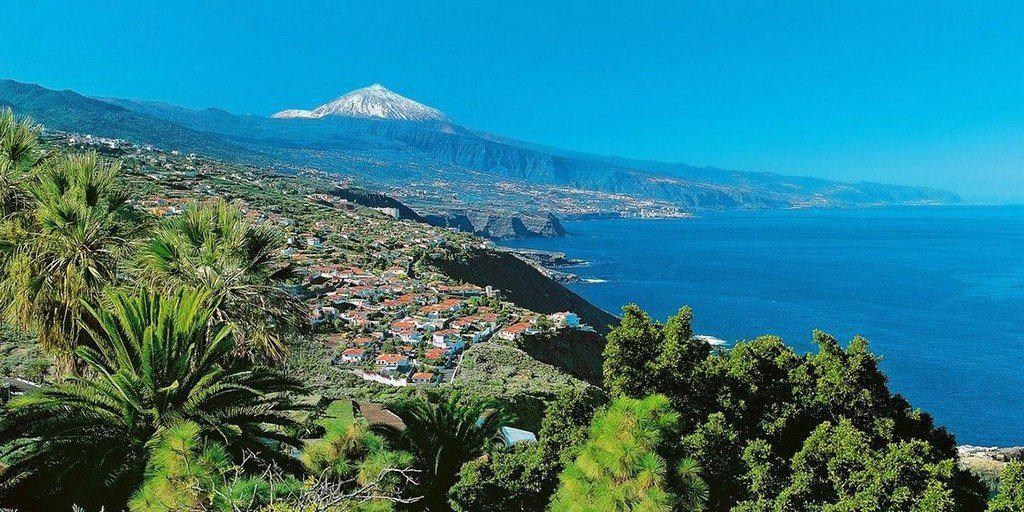 Вид на побежерье и вулкан Тейде