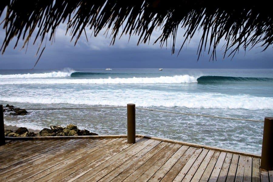 Ветренный день с волнами