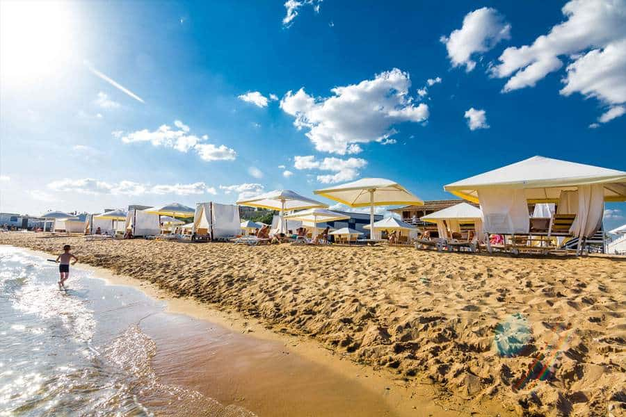 Пляж Лазурный берег в Евпатории