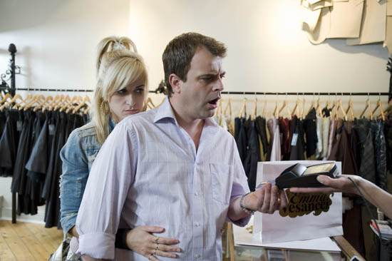 Выражения лица мужчин во время шоппинга