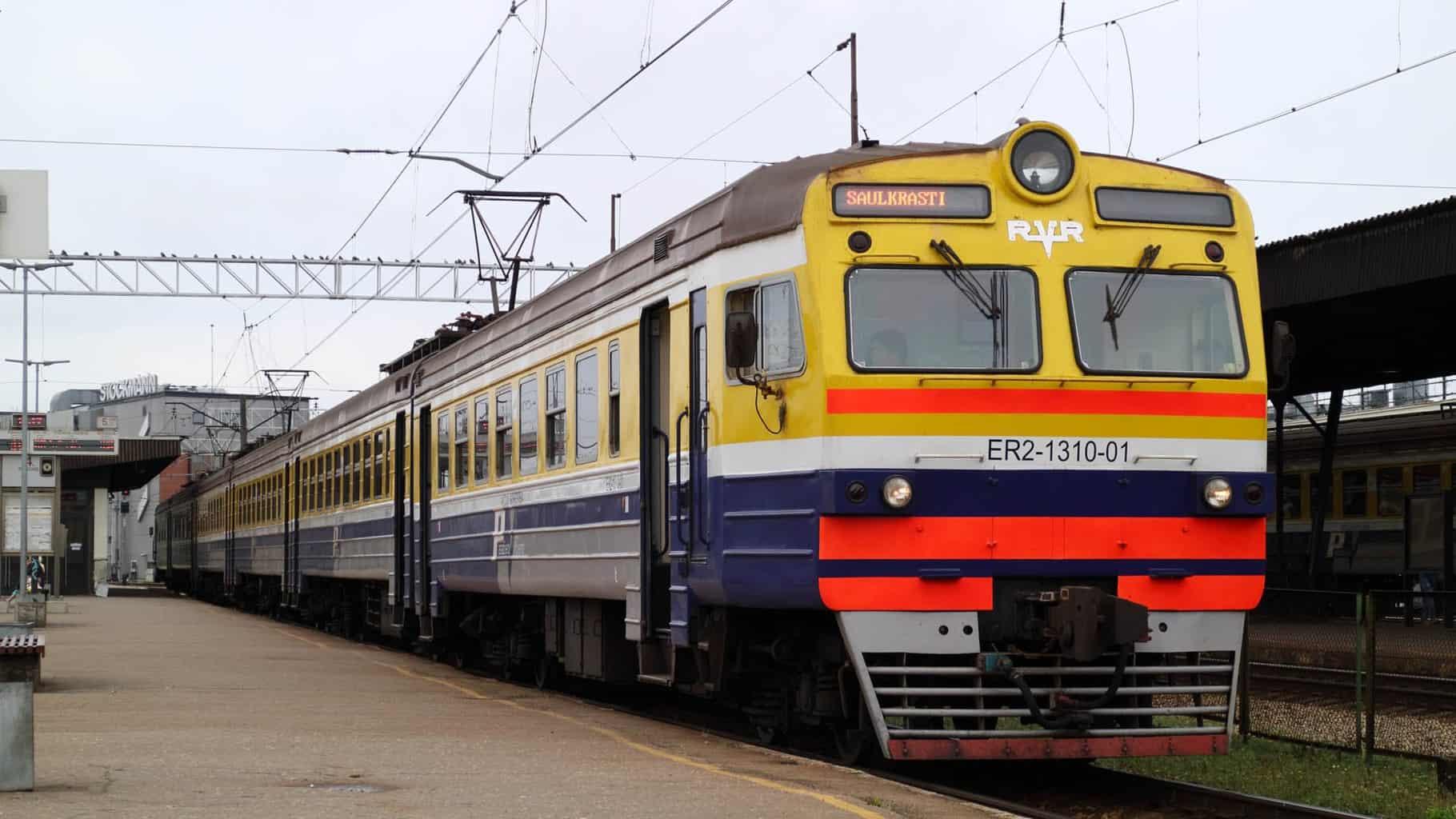 Поезд на железнодорожном вокзале Риги