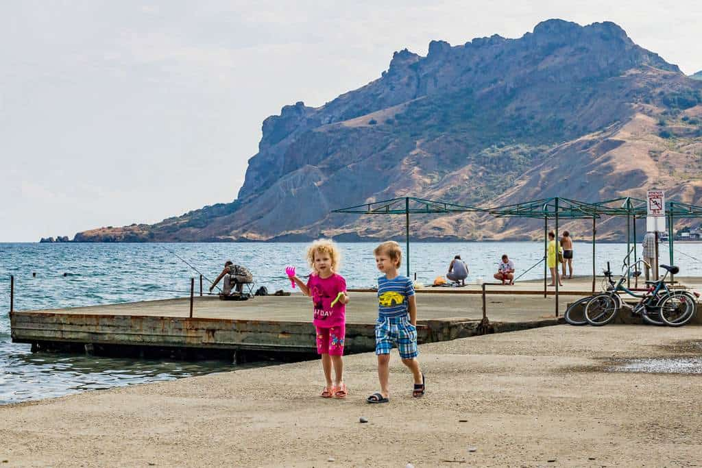 Дети на пляже Коктебеля