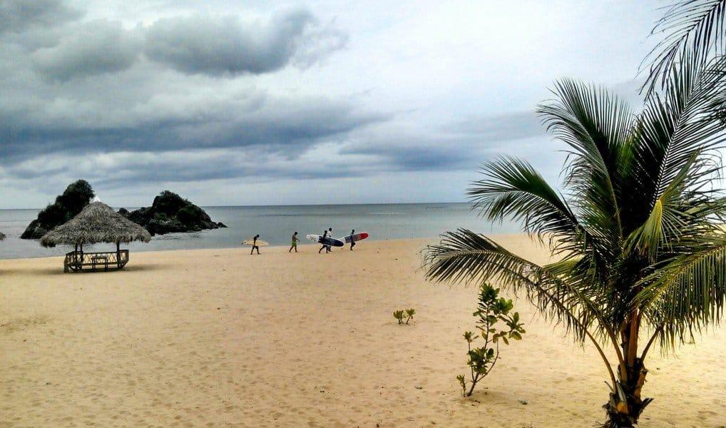 Облачный день на пляже