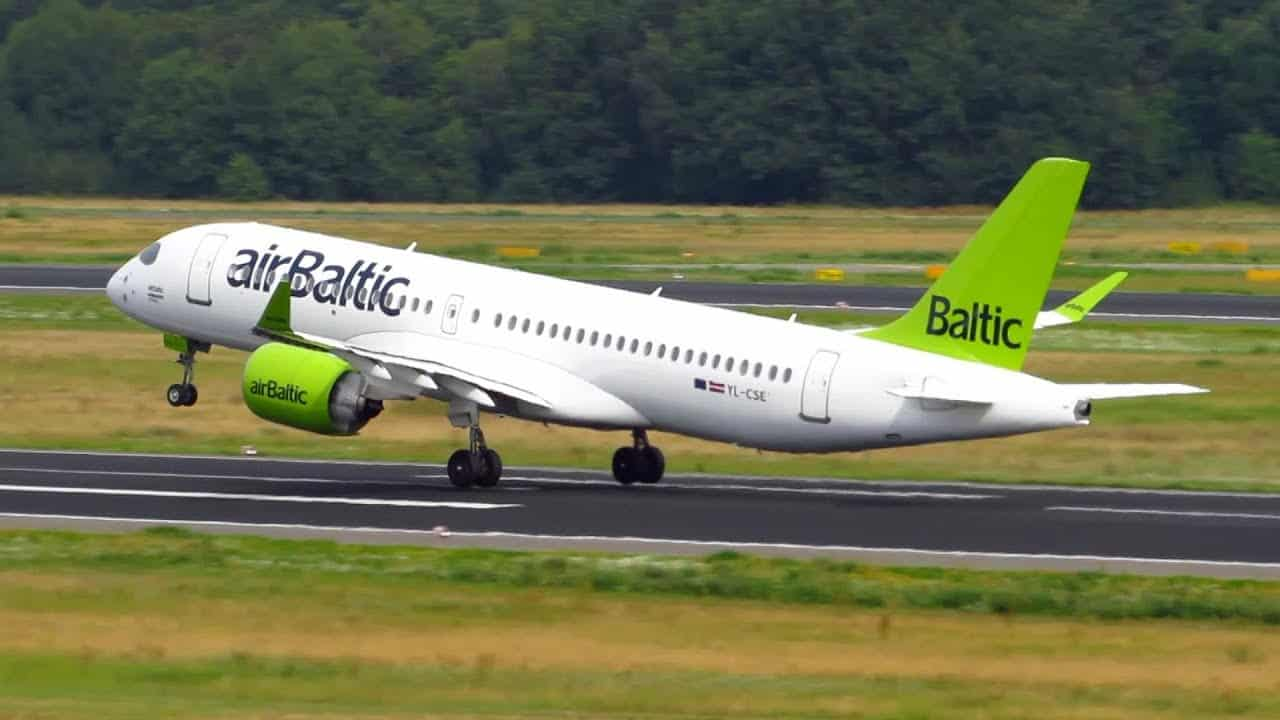 Air Baltic самолет