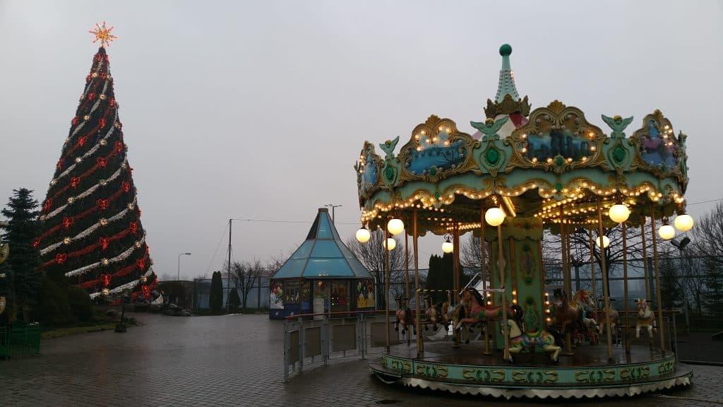 Парк развлечений на территории