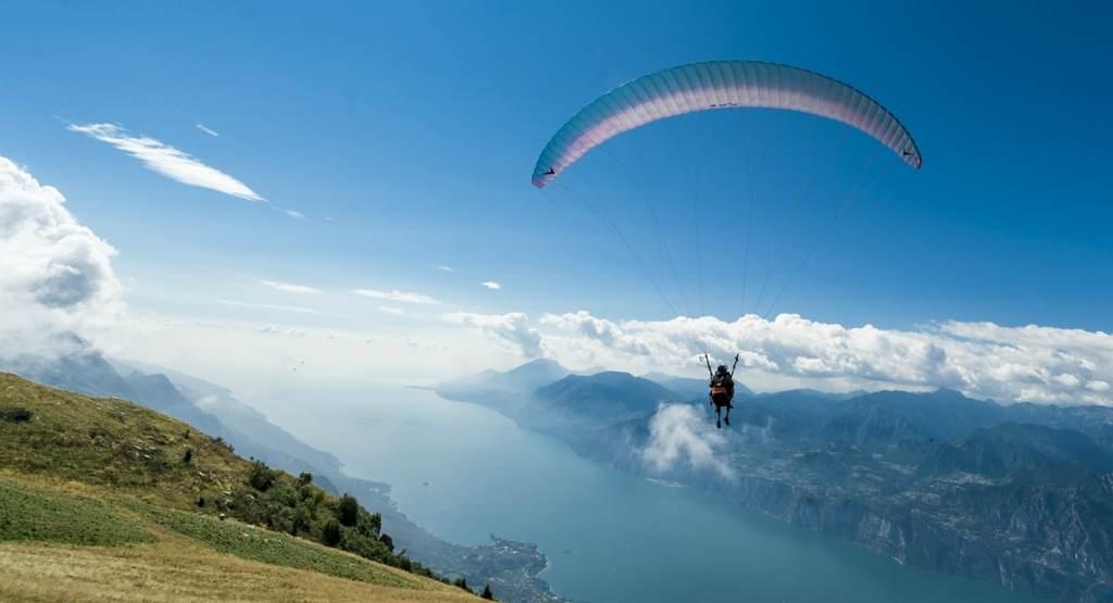 Вид с горы Монте Бальдо на озеро Гарда