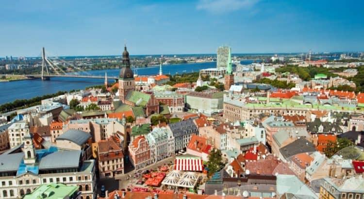 Рига старый город - панорамный вид