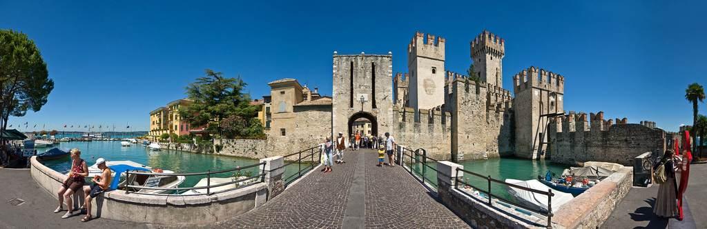 Замок в Сирмеоне