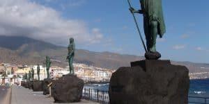 Статуи вождей