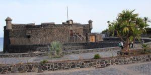 Крепость рядом с аудиторией