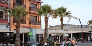 Кафе и знаменитые канарские балкончики